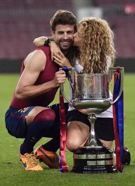 اجتمعت شاكيرا مع بيكيه وسط حالة من الفرح عقب موسم رائع لزوجها مع برشلونة